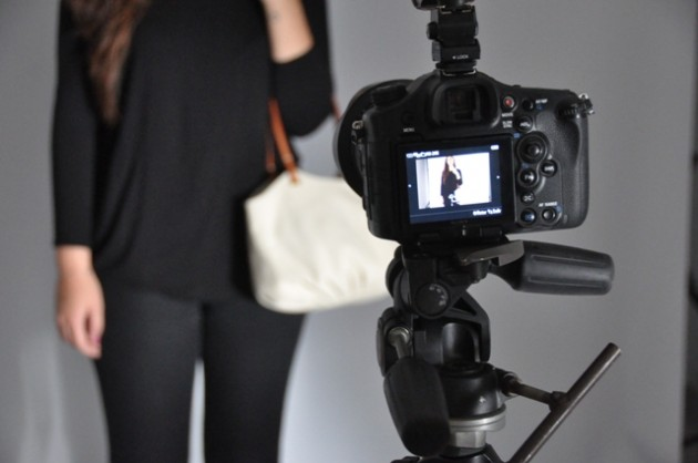 Making Off Photoshoot BenchBags camera with de parchment taleguita
